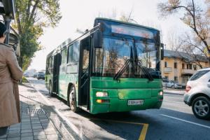 В Алмати повністю зупинили громадський транспорт