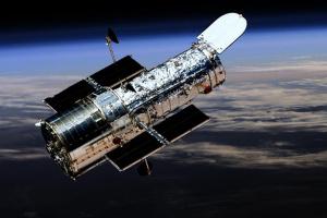"""Hubble """"спіймав"""" розсіяне зоряне скупчення"""