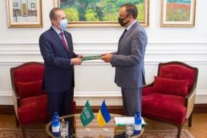 Новый посол Саудовской Аравии вручил копии верительных грамот в МИД Украины
