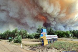 Пожежі на Луганщині: евакуацію потерпілих здійснюють вісім вертольотів