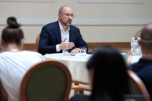 """Шмигаль назвав критику карантину місцевою владою """"політичними заявами"""""""