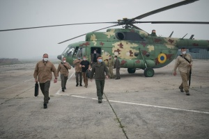 Пожежі й повені: Зеленський оприлюднив відео своїх поїздок Україною