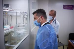 Зеленский поздравил первую роженицу в Черновицком перинатальном центре