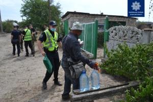 Пострадавшим от пожара на Луганщине привозят продукты и воду