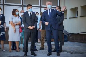 """Зеленский поблагодарил черновицких медиков, которые """"выдержали волну"""""""