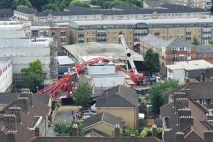 У Лондоні будівельний кран упав на житлові будинки - загинула людина
