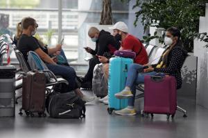 Пасажиропотік в трьох аеропортах України становить лише 20% від торішнього