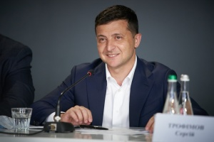 Зеленський привітав українок з 8 березня: Мрійте, досягайте мети і змінюйте світ