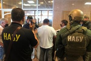 Bestechungsversuch: 800.000 Dollar Schmiergeld für Chef von Staatseigentumsfonds – Täter festgenommen