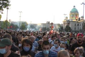 Біля парламенту Сербії тривають протести щодо карантинних обмежень
