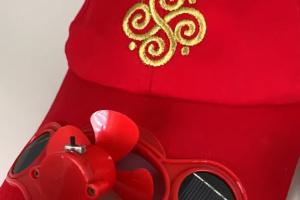 На Херсонщине тестируют локальный сувенир - кепку с вентилятором