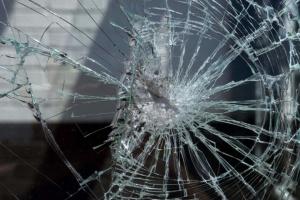 Девушки, разбившие окно в электричке на Днепропетровщине, извинились — Геращенко
