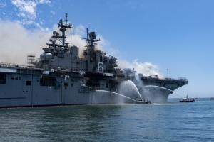 У Штатах на базі ВМС горів десантний корабель: 18 постраждалих
