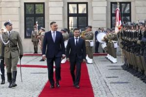 Zelensky felicita a Duda por su victoria electoral y lo invita a Ucrania