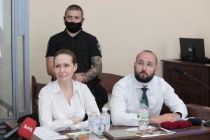 Кузьменко дозволили сидіти разом з її адвокатами