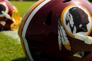 """Американские футболисты Washington Redskins отказываются от """"расистского"""" названия"""