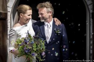 Прем'єрка Данії з третьої спроби вийшла заміж
