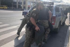 W Łucku uzbrojony mężczyzna grozi wysadzeniem autobusu z zakładnikami
