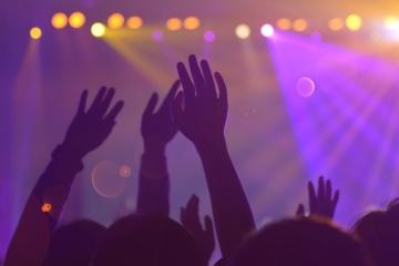 El Ministerio del Interior cierra 37 clubes nocturnos debido a violaciones de la cuarentena