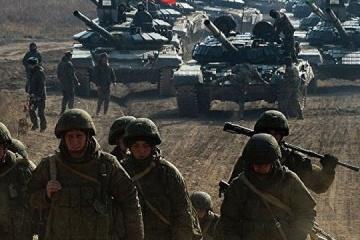 1,100 Russian tanks, 330 warplanes along border with Ukraine