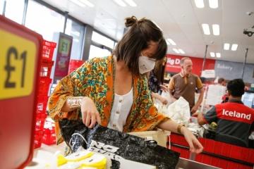 Британія вводить обов'язковий масковий режим у магазинах