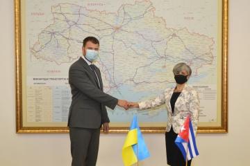 Ucrania y Cuba abordan la cooperación en aviación