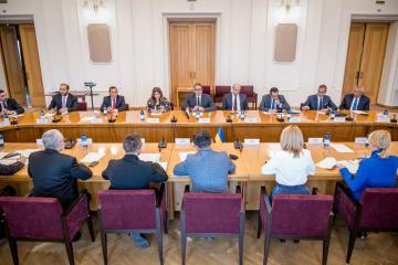 Ucrania y Egipto acuerdan profundizar la cooperación en el campo del turismo y la inversión