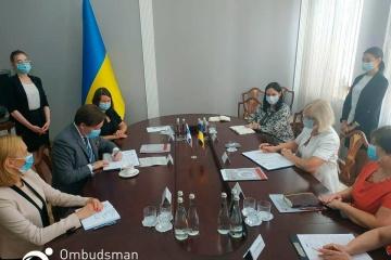 Denísova y el coordinador de Proyectos de la OSCE en Ucrania  firman Memorándum de Cooperación