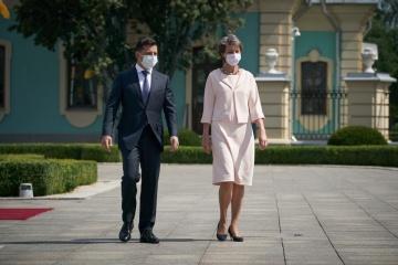 Selenskyj empfängt Schweizer Bundespräsidentin im Mariinskyj-Palast