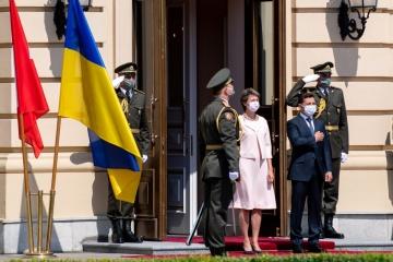 Volodymyr Zelensky a accueilli Simonetta Sommaruga au palais Mariinsky