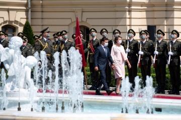 Zelensky se reúne con la presidenta de Suiza en el Palacio Mariinski