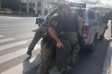 Un hombre armado amenaza con hacer estallar un autobús con rehenes en la ciudad de Lutsk