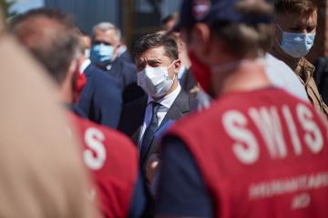 Selenskyj: Die Schweiz stellte Donbass 17 Lastwagen mit humanitärer Hilfe zur Verfügung