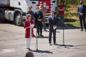ゼレンシキー大統領とソマルーガ・スイス大統領、ドンバス訪問 スイスは浄水用支援を供与