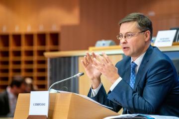 Dombrovskis: La UE continuará apoyando a Ucrania en el camino de reformas