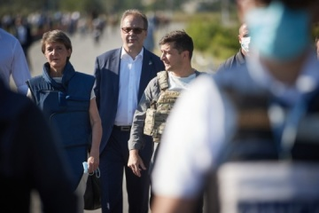 Presidents of Ukraine, Swiss Confederation inspect repaired bridge in Donbas