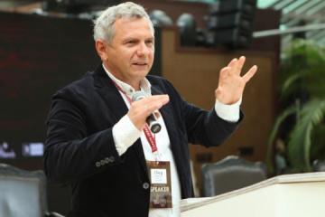 Ustenko: La colocación de nuevos eurobonos ahorrará alrededor de mil millones al año para Ucrania