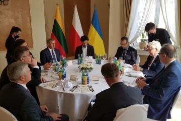 Kuleba en Lublin: No debemos permitir que el coronavirus mate nuestras economías