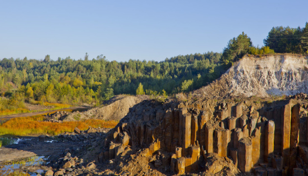 На Рівненщині відремонтують дорогу до «Базальтових стовпів»