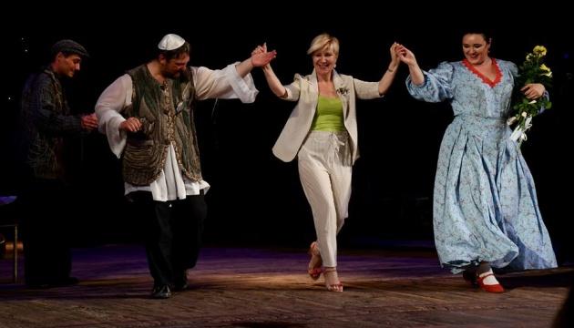 Житомирський театр завершив сезон прем'єрною виставою без глядачів