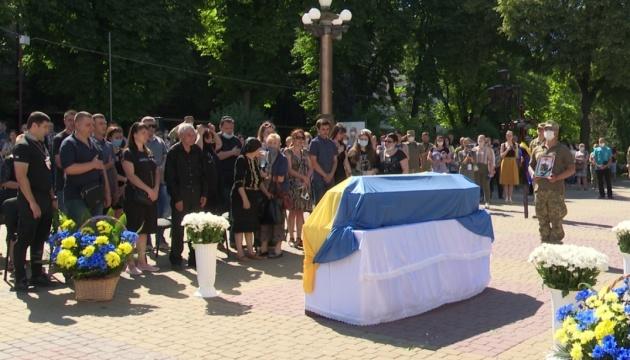 """У Тернополі попрощалися із загиблим на Донбасі сержантом """"Айдару"""""""