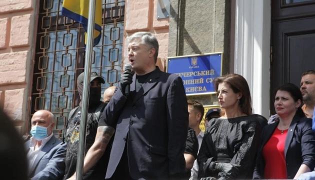 Poroschenko kommt zum Gericht