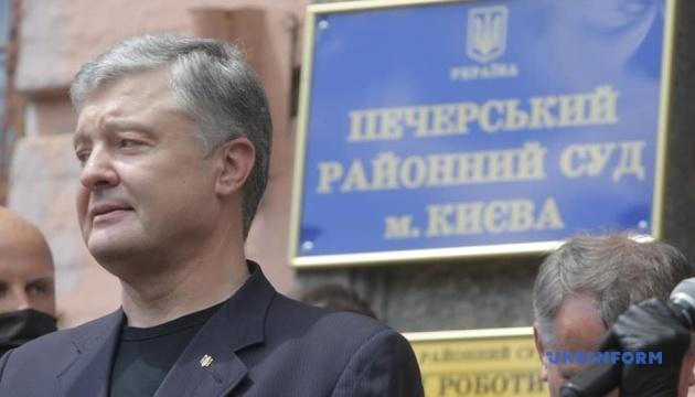 Адвокат Порошенка оголосив відвід 13 прокурорам і Венедіктовій