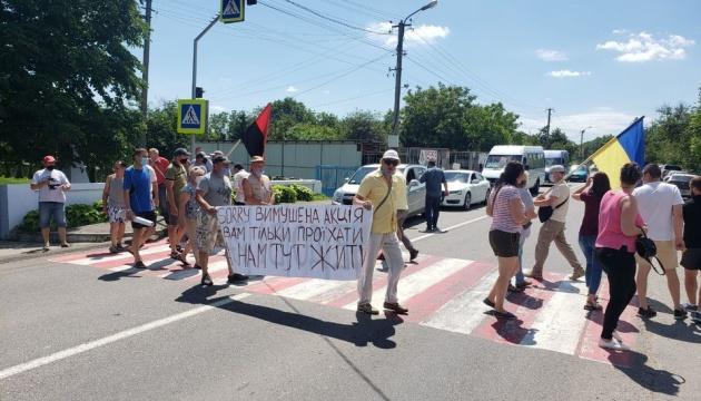 На Буковині люди перекрили трасу через невдоволення процесом децентралізації
