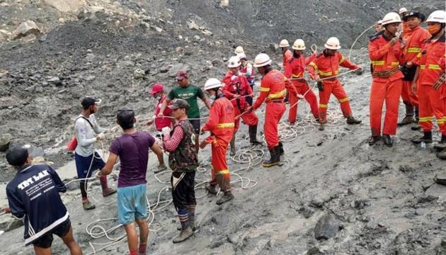 Кількість загиблих від зсуву ґрунту на нефритовій шахті у М'янмі зросла до 162