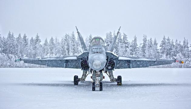 Фінські військові льотчики відмовилися від свастики на емблемі