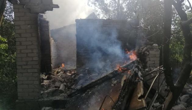 Ocupantes disparan contra Avdiivka, dos casas quedan destruidas