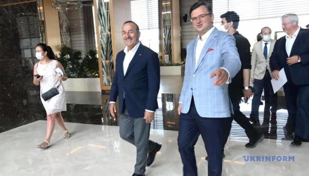 Кулеба підтвердив, що Туреччина серйозно ставиться до безпеки туристів в умовах пандемії