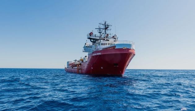 Надзвичайний стан біля Італії оголосило судно з мігрантами Ocean Viking