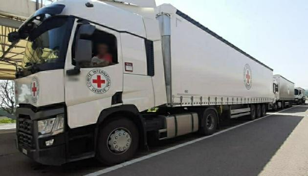 Червоний Хрест відправив п'ять вантажівок гумдопомоги на окупований Донбас